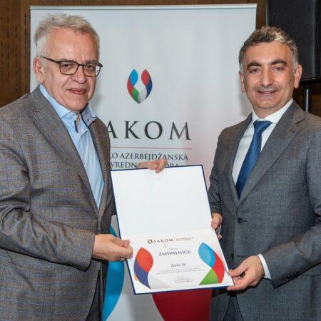 15 Dodela zahvalnice članu Upravnog odbora SAKOM-a gospodinu Žarku Iliću.