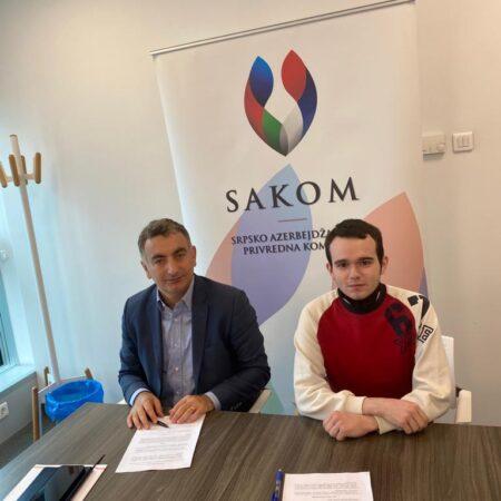 Gospodin Murat Turkoglu, predsednik SAKOM-a, i stipendista Nemanja Jovanović