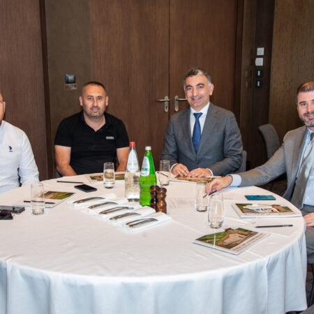 24 Predsednik SAKOM-a gospodin Turkoglu, predstavnici Hidroopreme i gospodin Branko Armenko